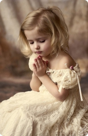 a-little-girl-praying
